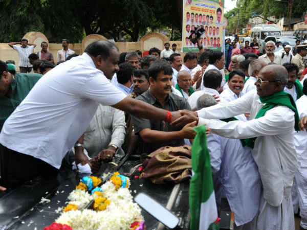 Farmers withdraw strike after meeting HD Kumaraswamy