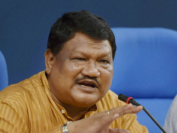 be smart like mally: union minister jual oram to tribes