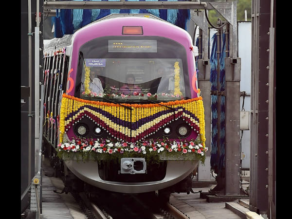 Six coach metro resumes after technical error