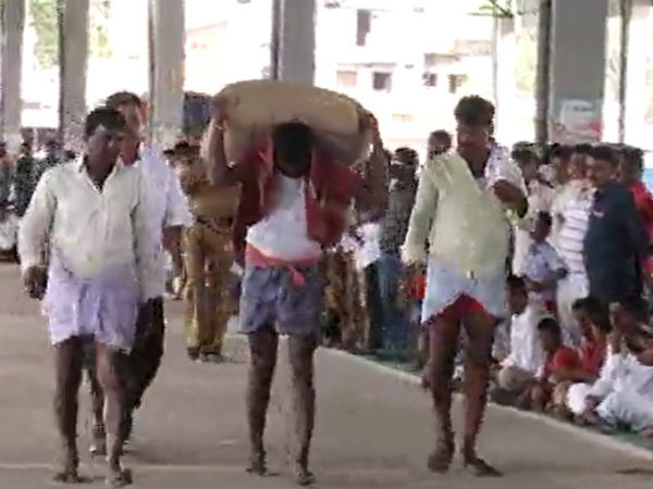 Weight Lifting Competition was organized for hammali in Raichur