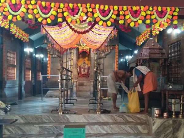 Robbers have stolen godess jewellery in Sri Durga Parameshwari temple