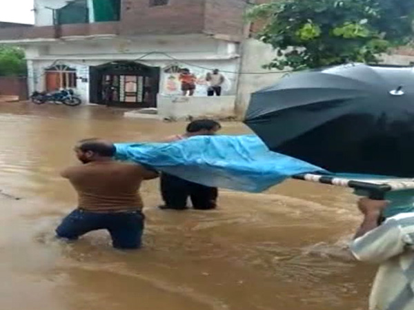 MP: Pregnant woman carried on cot through flooded streets