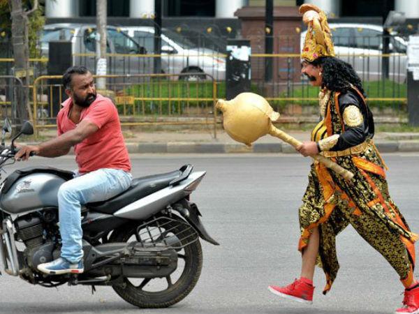 ಯಮ ಬರ್ತಾನೆ, ನಿಮ್ಮ ಬೈಕ್ ಹಿಂದೆ ಕೂರ್ತಾನೆ, ಹೆಲ್ಮೆಟ್ ಹಾಕ್ತೀರಾ ಇಲ್ವಾ?