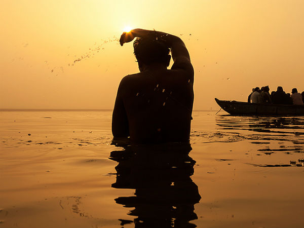 ಗಂಗಾ ನದಿಯಲ್ಲಿ ಮಿಂದು ವೈವಾಹಿಕ ಸಂಬಂಧಕ್ಕೆ 'ತಿಥಿ' ಮಾಡಿದ ಗಂಡಸರು