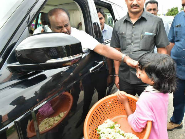 CM HD Kumaraswamy to help for poor girl education