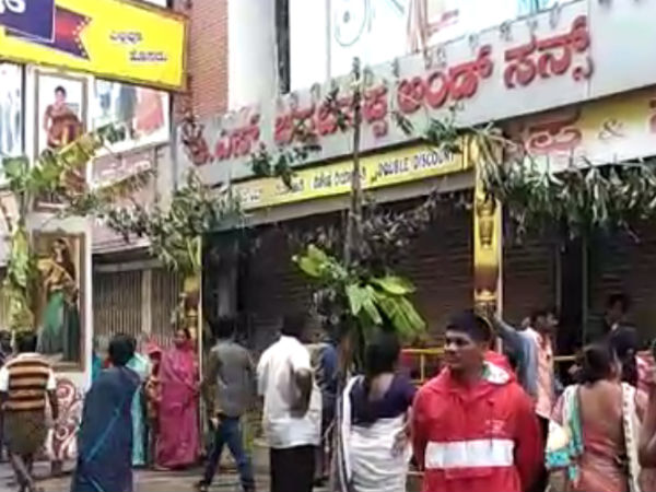 Saree will give to Double Discount at BS Chanabasappa Textile Store