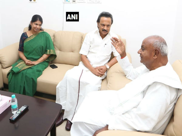 Deve Gowda met DMK leader Karunanidhi who is in hospital