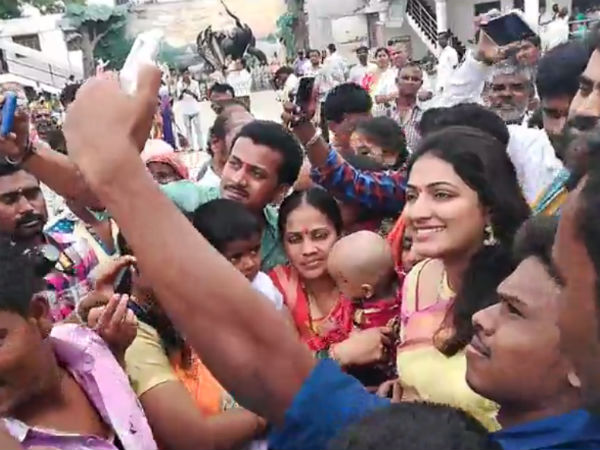 People were happy to get selfie with Haripriya