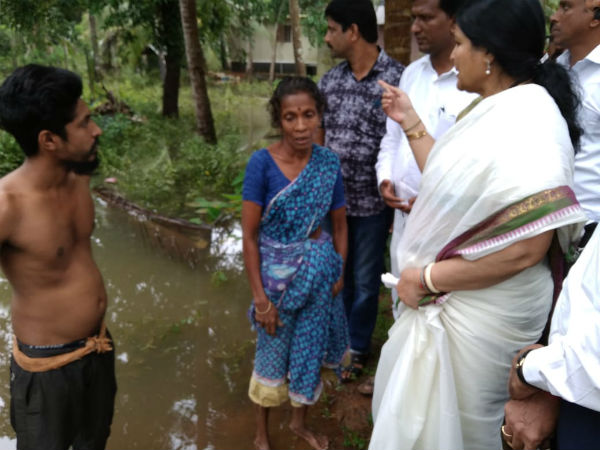 Minister Dr.Jayamala today visited flood affected areas
