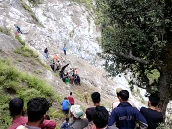 Jammu Kashmir Many Piligrims Dead After Vehicle Rolls Down Gorge