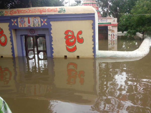 Kampli - Gangavathi Bridge submerged in Tunga Bhadra water