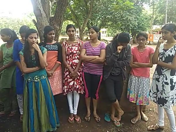 Students are tearing to see their parents are suffering in kerala