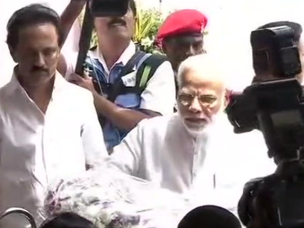 Narendra Modi pay his last respects to Karunanidhi