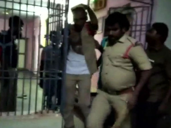 In Andhras Nellore Villagers beaten police in police station