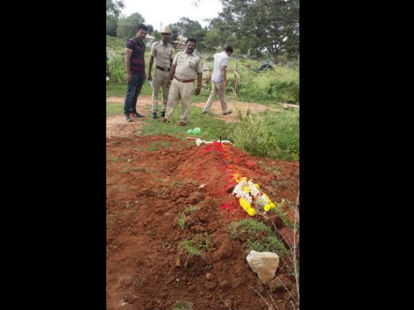 Bengaluru police does funeral for orphans corpse