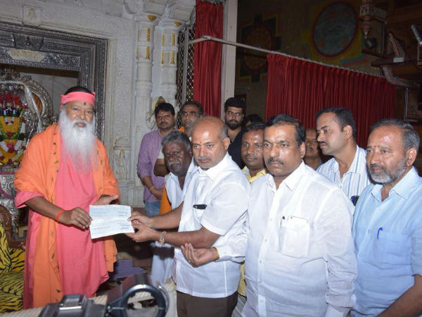 Ganapati Sachidananda Ashram donates Rs.10 lakh to flood victims