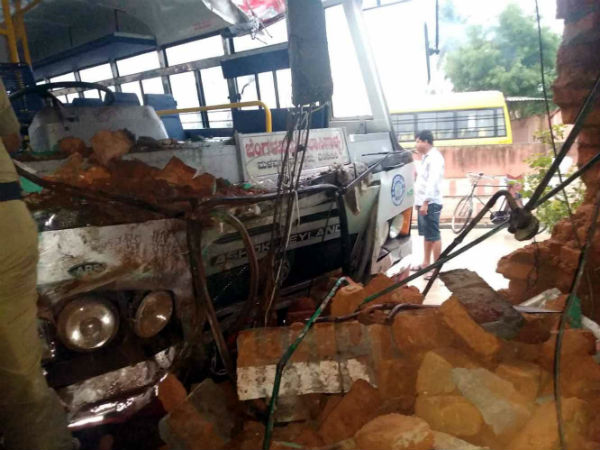 Four persons were injured and One died in a bus accident