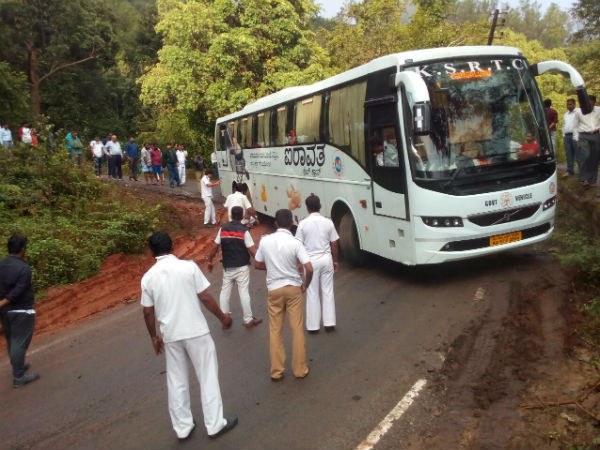 Airavat bus caught up at Kudremukh Ghat turn