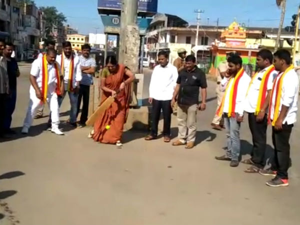 Bharat bandh: Chikkamagaluru protesters played cricket in road