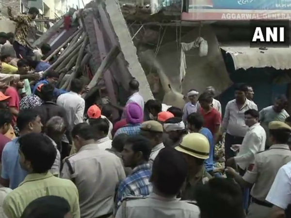 Building collapsed in Delhi: many died