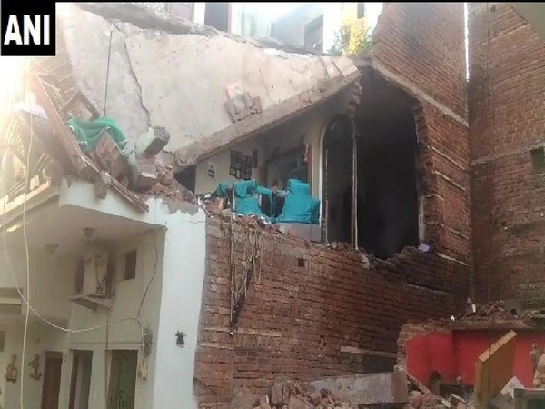 Many dead as wall collapses in Gwalior in Madhya prasdesh