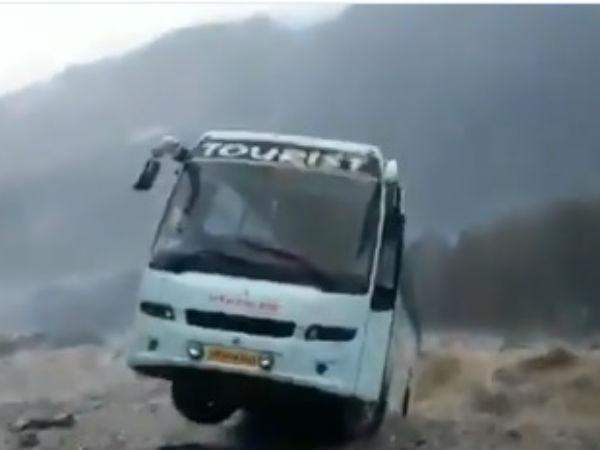 ವೈರಲ್ ವಿಡಿಯೋ: ಹಿಮಾಚಲ ಪ್ರದೇಶದಲ್ಲಿ ಮಳೆಯ ರೌದ್ರಾವತಾರ