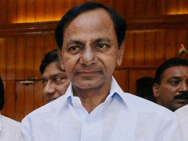 KCR faces flak for calling rahul gandhi buffoon
