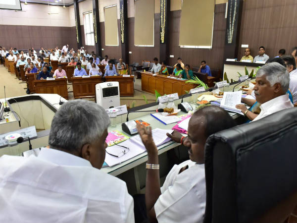 Kumaraswamy did Progress Review Meeting in Mandya