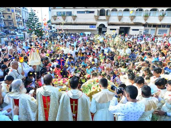 Christians celebrated Nativity fest throughout the Coast