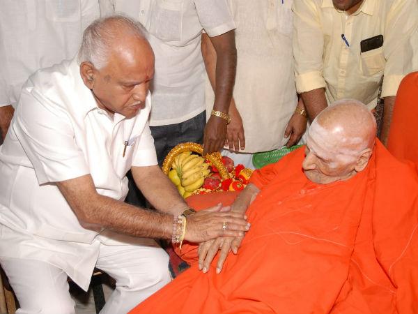 Bsy Visits Tumakuru Siddaganga Mutt Alleged Against Cm Kumaraswamy