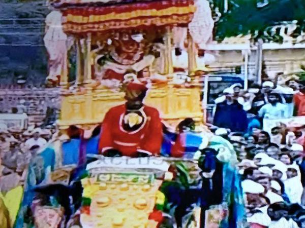ಜಂಬೂ ಸವಾರಿಗೆ ಚಾಲನೆ, ತಾಯಿ ಚಾಮುಂಡೇಶ್ವರಿ ಹೊತ್ತು ಹೊರಟ ರಾಜಗಜ