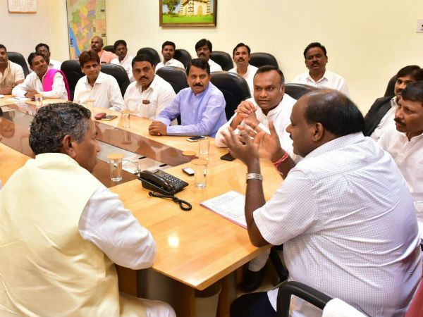 HDK assures govt will take appropriate decision on Sadashiva commission report