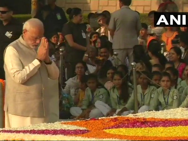 National leaders pay tributes to Mahatma Gandhi