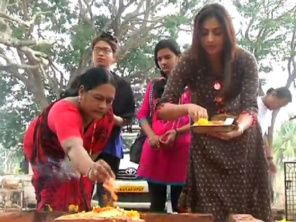 Actress Haripriya submitted a special worship to Chamundi Devi