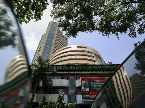 Blood bath in Indian share market: Sensex sinks 850 pts, Nifty below 10,600