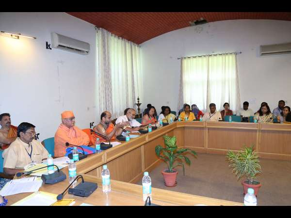 Sugunendra Theertha Swamiji calls to end atrocity on children