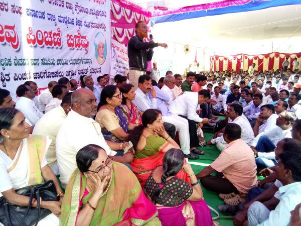 Karnataka Teachers Seek Fixed Pensions