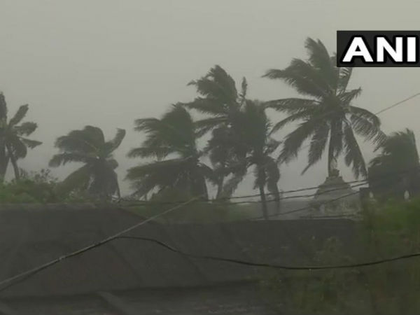 Titli cyclone hits Odisha and Andhra Pradesh, 3 lakh people evacuated