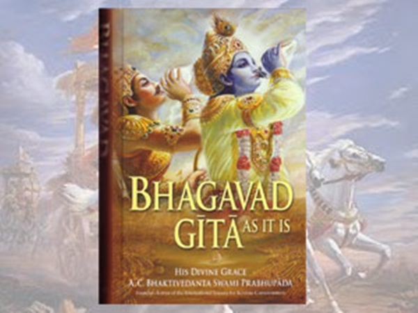 Pakistani inmate takes Bhagavd gita after his release from Varanasi jail