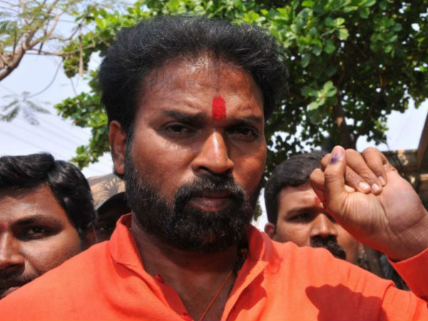 Sriramulu keeps distance to react on Reddy case