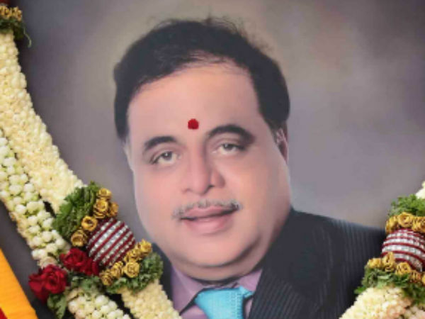 Nri Fan Of Ambareesh Pays Rich Tribute To Legendary Actor