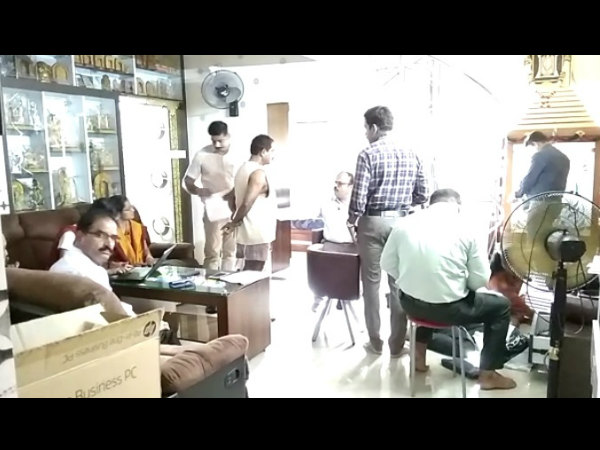 ACB team lead by SP Shruthi raided house in Udupi