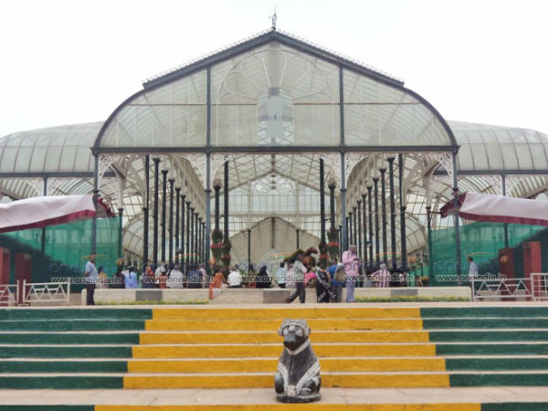 Lalbagh flower show: Gandhi, Charaka and monkies