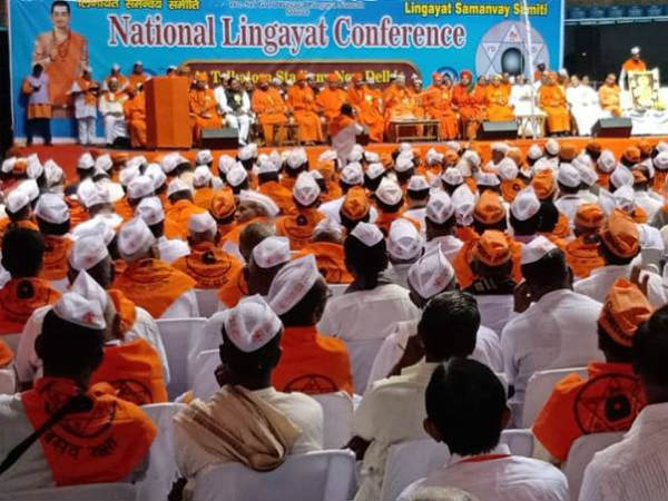 protest against central government for denying separate religion status to Lingayatha
