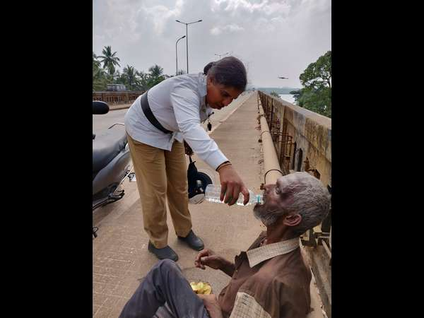 Lady police constable saves old man