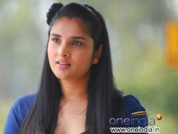 Ramya compared critics to bird dropping in instagram status