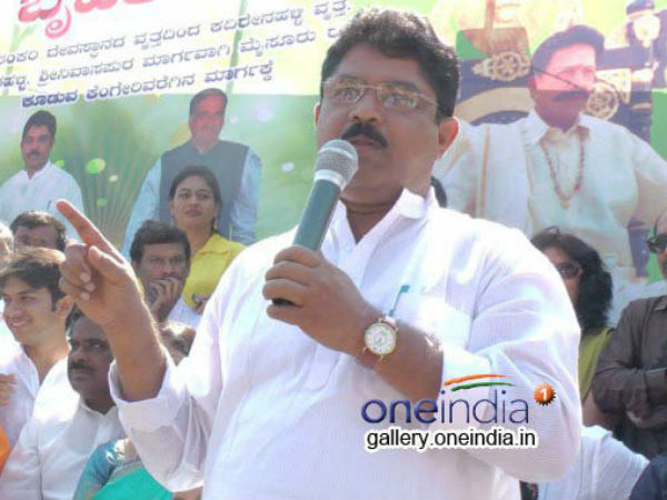 Siddaramaiah-DK Shivakumar will collapse the government: R Ashok