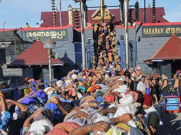 ಶಬರಿಮಲೆ ಪ್ರತಿಭಟನೆ ವೇಳೆ ಬೆಂಕಿ ಹಚ್ಚಿಕೊಂಡು 'ಸ್ವಾಮಿಯೇ ಶರಣಂ' ಎಂದ ಭಕ್ತ