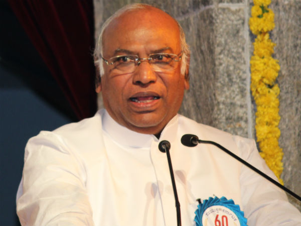 Yeddyurappa and Kharge came saw did not talk