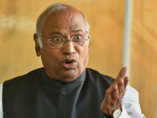 Kharge accepts Jaitleys challenge on Rafale deal